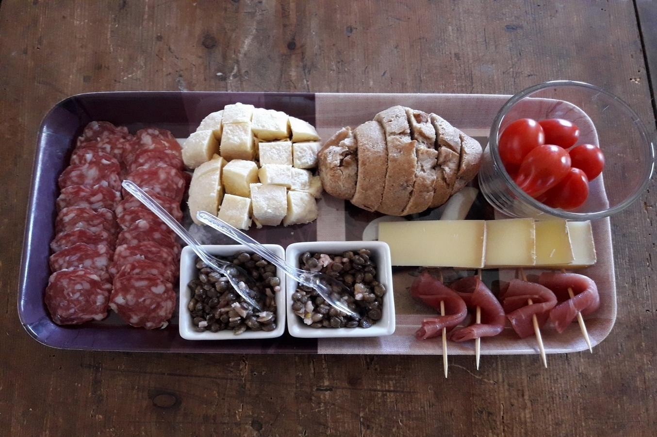 Le Domaine est le lieu privilégié pour passer un moment agréable entre amis ou en famille et découvrir le meilleur du Beaujolais (Sur réservation).